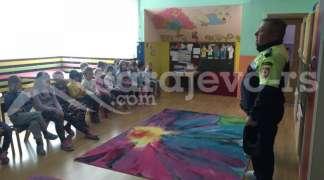 Mališani ''Buba Mare'' uživali u druženju sa policijom
