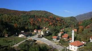Migranti ne žele u Trnovo, daleko im pješačiti zbog interneta!