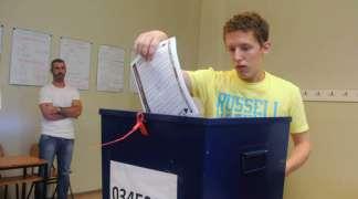 Neredovne naknade tjeraju članove izbornih komisija