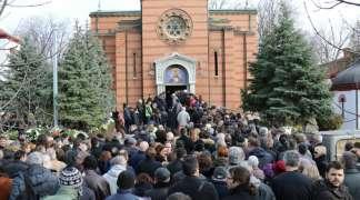 Nekoliko hiljada ljudi ispratilo Nebojšu Glogovca