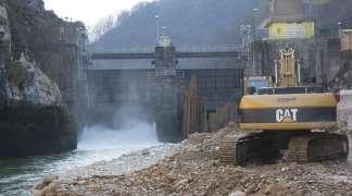 Samo u Srpskoj: Otvaranje male hidroelektrane uz crveni tepih, šampanjac i hostese