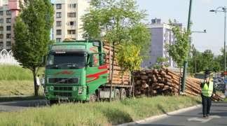 Ispali balvani iz kamionske prikolice u Sarajevu
