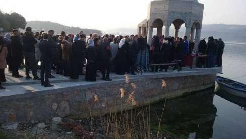 Vjernici potpisuju peticiju da odbrane krstionicu na Miholjskoj prevlaci