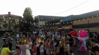 Akcijske ponude i sniženja tokom Noćnog marketa na Gradskoj pijaci Pale