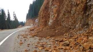 Saobraćaj usporen na putu Sarajevo - Foča zbog većeg odrona