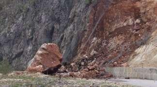 Saobraćaj i dalje usporen kod Sijeračkih stijena zbog odrona