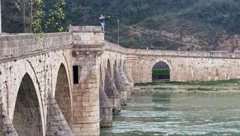 Pokušao da se ubije skokom sa mosta u Drinu