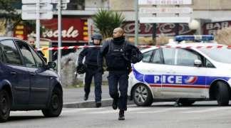 Pariz: Sukobi mladih i policije