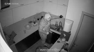 Policija traži lice sa fotografije zbog krađe u pekari