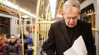 Predsjednik Austrije šokirao političare u BiH i na posao otišao autobusom!