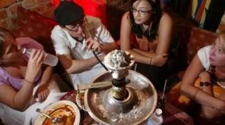 Omladina sve više puši nargilu koja je kancerogena