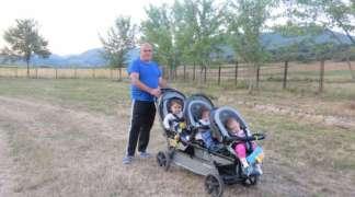 Rogatičke trojke uživaju u šetnji sa djedom i bakom