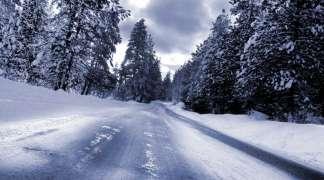 Ugažen snijeg na kolovozima preko planina i prevoja