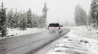 Na planinama mjestimično ugažen snijeg po kolovozu