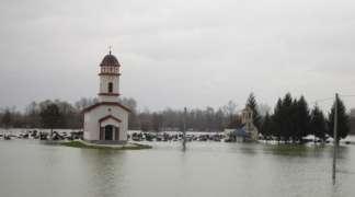 Stanovnici Srpca se bore sa poplavom, Sava i dalje raste