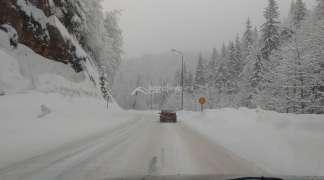 Snijeg i poledica otežavaju odvijanje saobraćaja na planinama