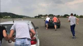Banjalučani organizovali takmičenje u guranju automobila u leru