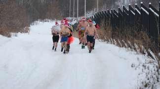 Trka Deda Mrazova na minus deset stepeni
