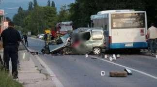 Vozač ''pežoa'' stradao u sudaru sa autobusom